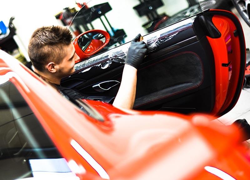 czyszczenie skór samochodowych, proces detailingu wnetrza